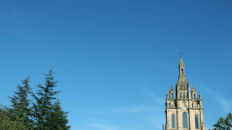 Imagen del campanario de la Iglesia de Begoña en Bilbao.