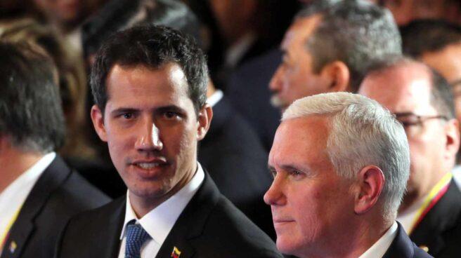 El presidente encargado de Venezuela, Juan Guaidó, junto al vicepresidente de EEUU; Mike Pence, en la reunión del Grupo de LIma.