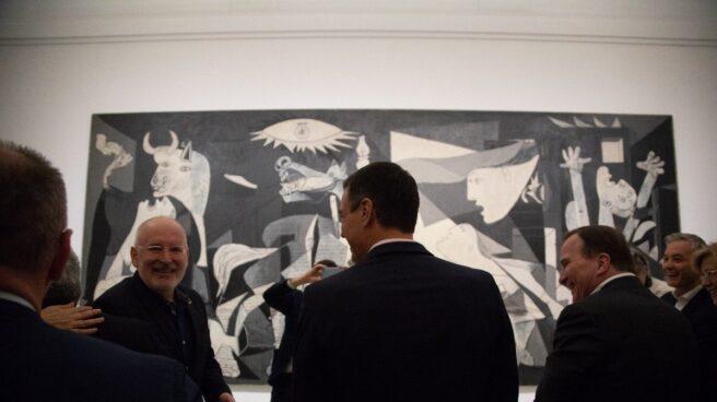 Pedro Sánchez, frente al Guernica junto a los líderes socialdemócratas europeos.