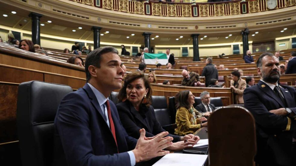 Pedro Sánchez y Carmen Calvo, en el Congreso.