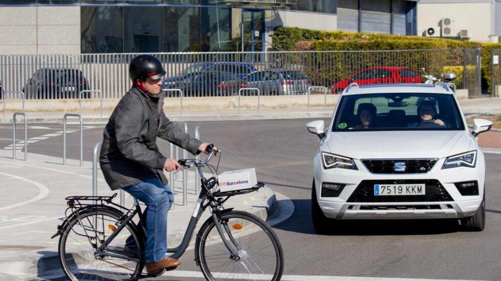 Una demostración del coche conectado de Telefónica y Seat.