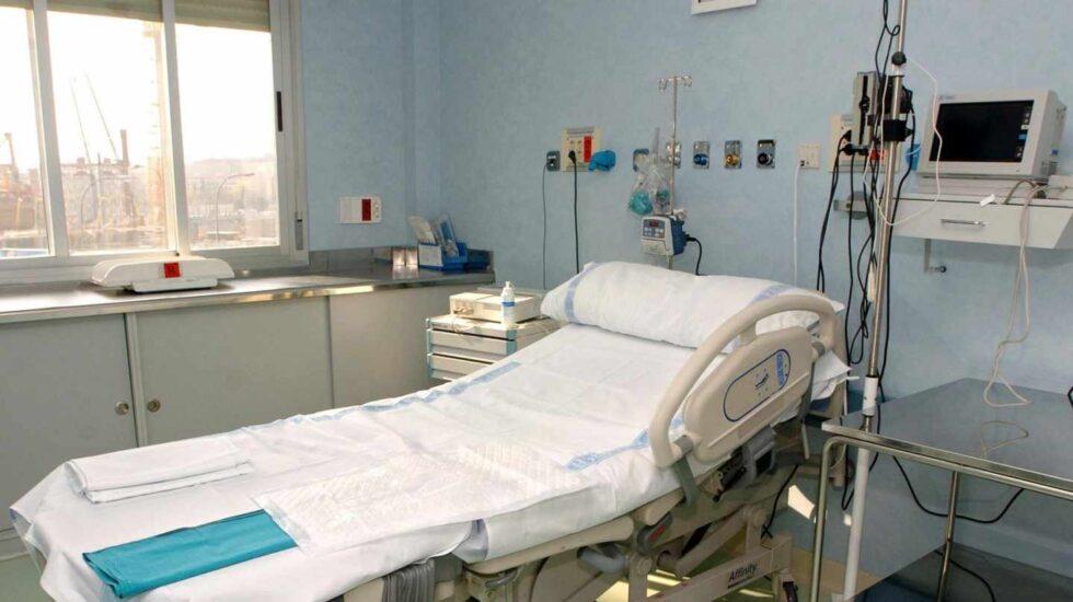 Una camilla en un hospital