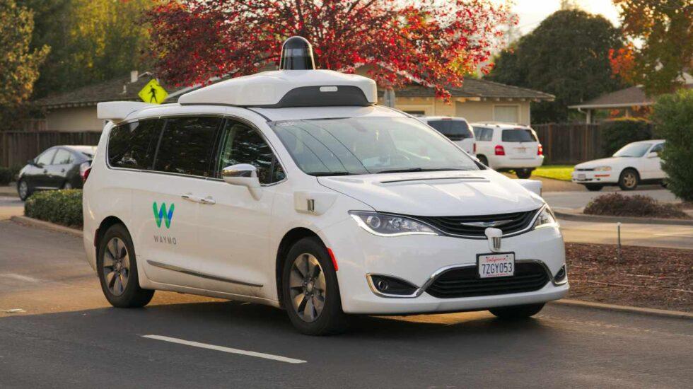Renault, Nissan y Mitsubishi estudian aliarse con Google para el desarrollo de taxis sin conductor.