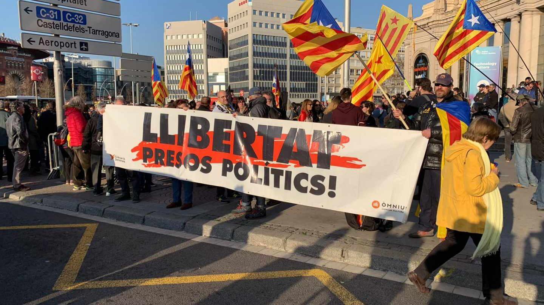 Manifestación en favor de la libertad de los políticos catalanes presos en las calles de Barcelona.