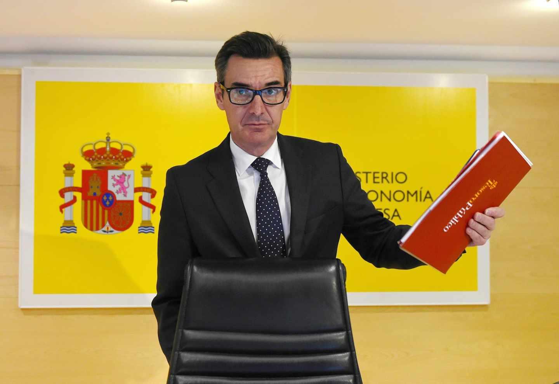 El Gobierno espera una mejora de rating tras el verano pese a Cataluña y el caos político.