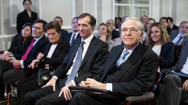 Isidro Fainé, presidente fundador de la AED, Jordi Canals, Adela Cortina, Alberto Durán y Rosa García, miembros de la comisión de ética.