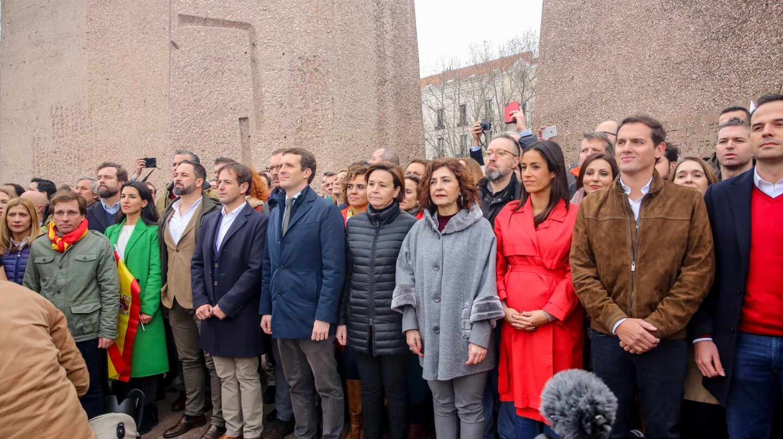 Foto de familia tras la manifestación de Colón.