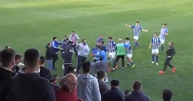 Imágenes de la agresión de aficionados del Xerez CD a jugadores del Écija.