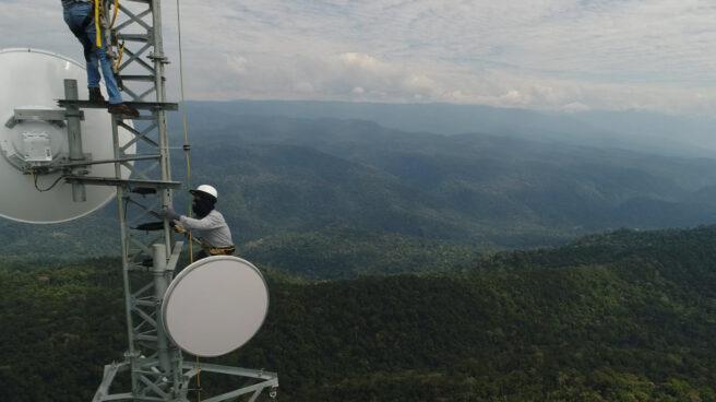 Montaje de una torre de telecomunicaciones