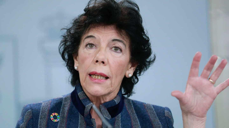 Isabel Celá, portavoz del Gobierno y ministra de Educación, en una conferencia de prensa.
