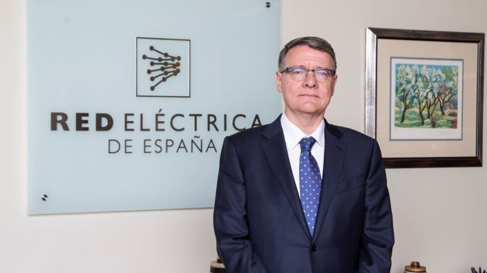 Fitch estudia recortar el rating de Red Eléctrica tras la compra de Hispasat.
