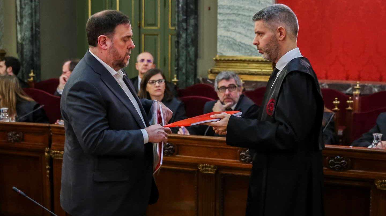 Oriol Junqueras junto a su abogado Andreu Van Den Eynde.