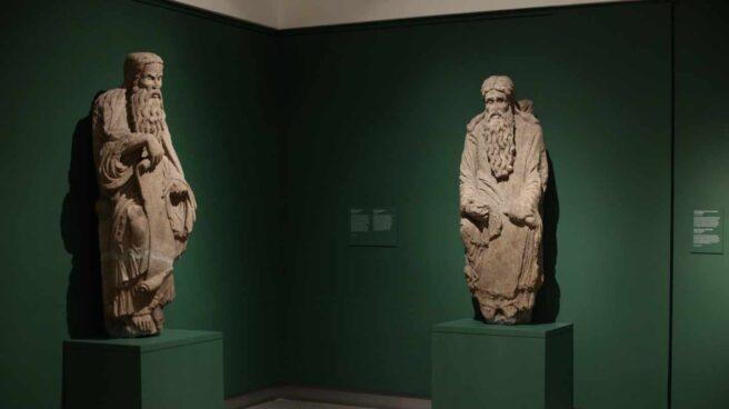 Esculturas del Maestro Mateo litigadas por la familia Franco, en el Museo del Prado.