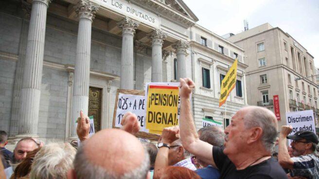 Manifestación por las pensiones dignas ante el Congreso de los Diputados.