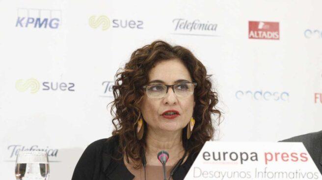 La ministra de Hacienda, María Jesús Montero, en un desayuno informativo.