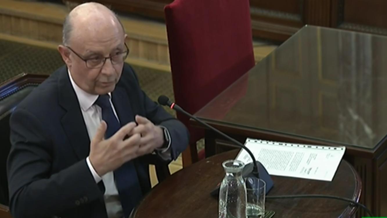 Cristóbal Montoro, ex ministro de Hacienda, durante su declaración en el juicio del 'procés'.