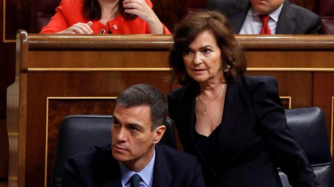 Pedro Sánchez, junto a Carmen Calvo, en el Congreso de los Diputados.