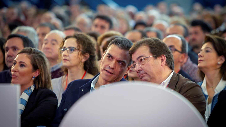 Pedro Sánchez y Guillermo Fernández-Vara, en Mérida.