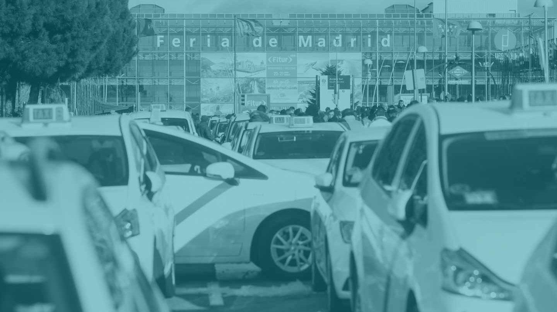 Taxis en huelga frente a la Feria de Madrid.