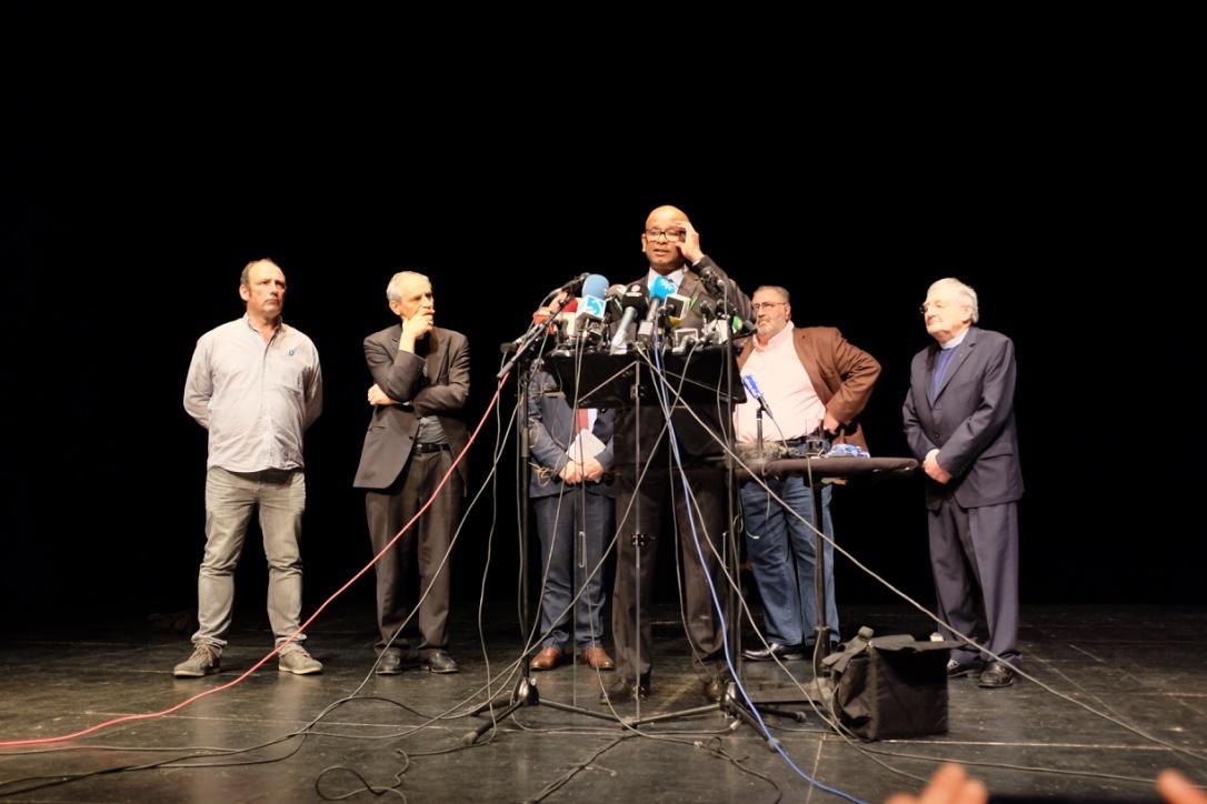 Comparecencia de los mediadores que participaron en el desarme de ETA el 8 de abril de 2017 en Bayona (Francia)