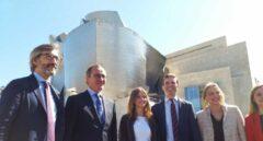 El presidente del PP, junto a los candidatos del PP vasco, durante su visita a Bilbao.