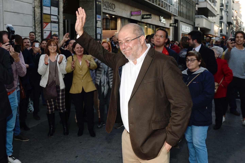 Francisco Igea recibe los aplausos de los simpatizantes de Ciudadanos.