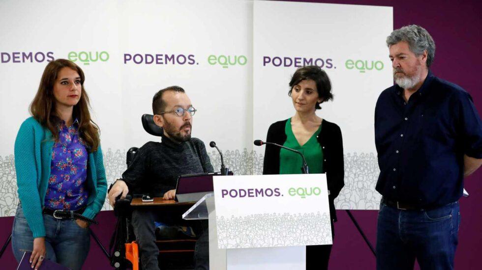 Vera, Echenique, Del Hoyo y López Uralde -ambos de Equo-, en la sede de Podemos.