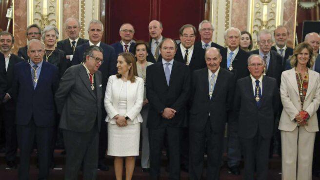 Victoria Prego, entre los miembros premiados del Consejo Asesor para el 40 Aniversario de la Constitución.
