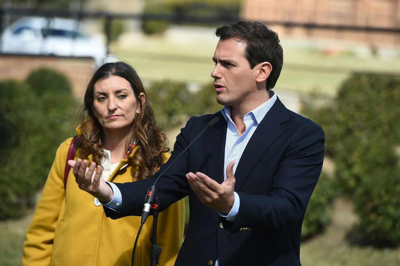 El líder de Ciudadanos, Albert Rivera, junto a Sara Giménez en la Fundación Onde del Pero Guía.