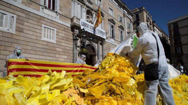 Protesta con lazos amarillos.