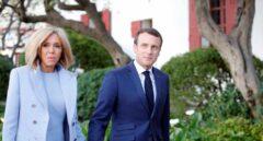 Emmanuel Macron y su esposa, en Niza.