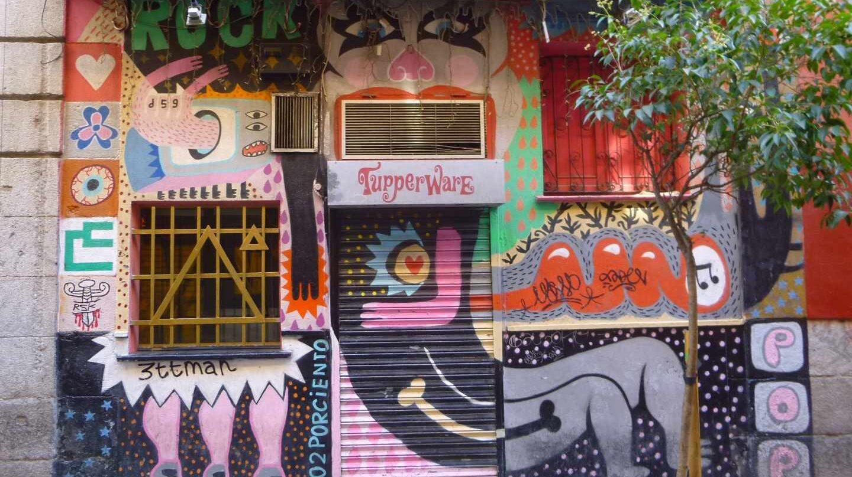 Fachada pintada en el Barrio de Malasaña