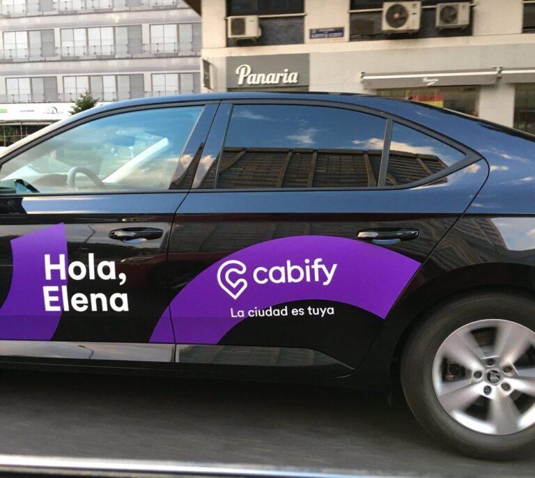 Cabify priorizará en su app a coches con mampara y prevé instalarla en el 95% de la flota