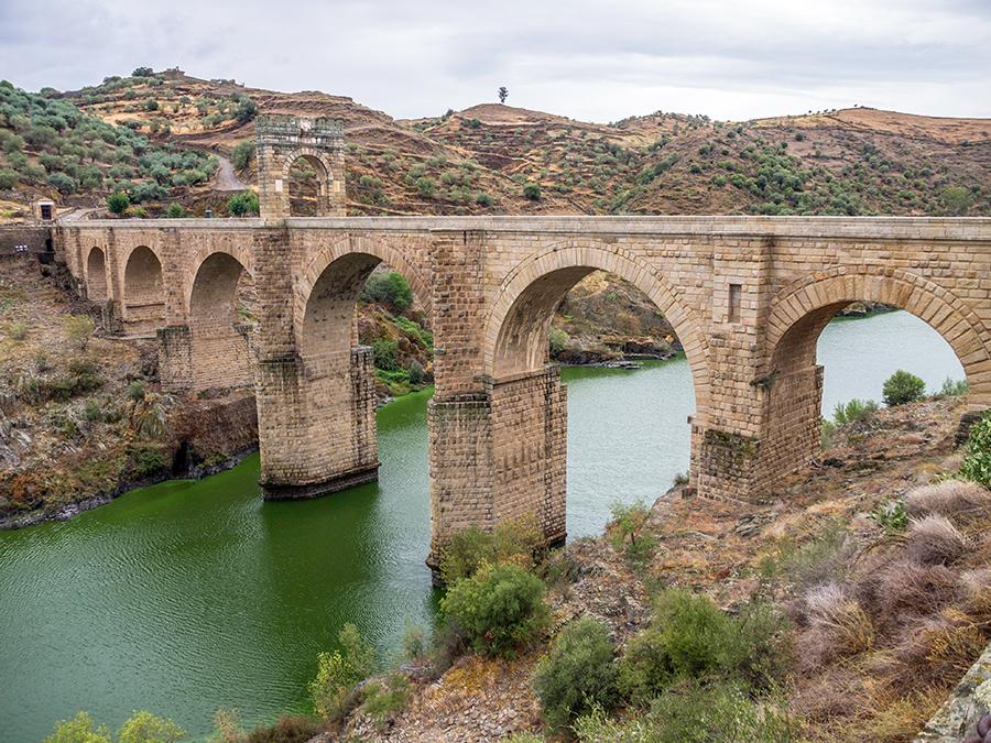 Puente romano de Alcántara sobre el río Tajo.