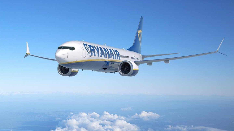 Un avión de Ryanair, en pleno vuelo.