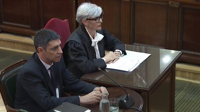 Josep Lluís Trapero y su abogada, en el Supremo.