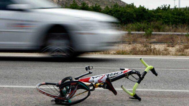 Imagen tras el accidente de un ciclista.