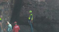 Agentes en el lugar donde han encontrado el cadáver.