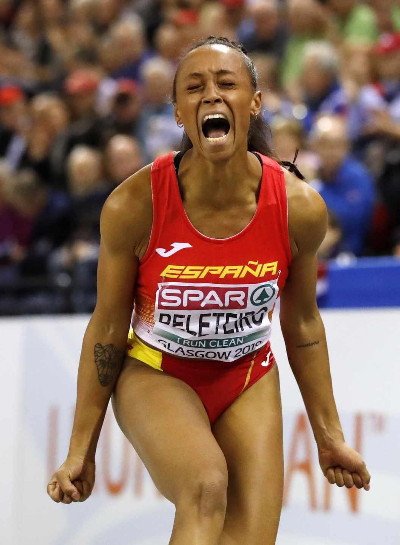 Ana Peleteiro celebra su título de campeona de Europa conseguido este domingo en Glasgow.