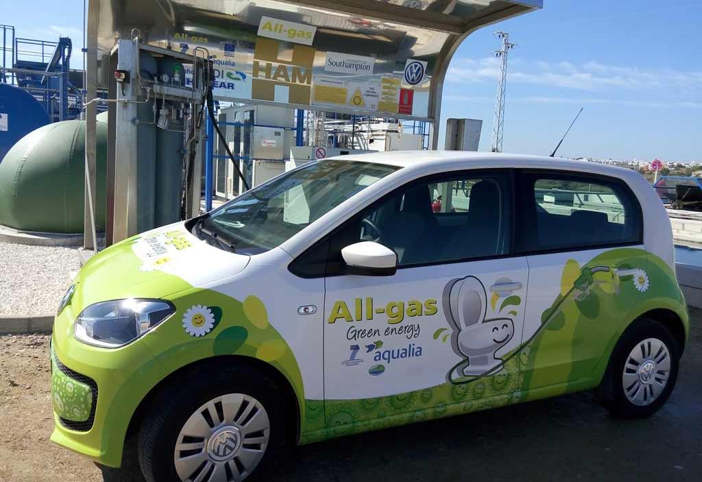 El vehículo alimentado con heces ya ha recorrido varios kilómetros por Andalucía.