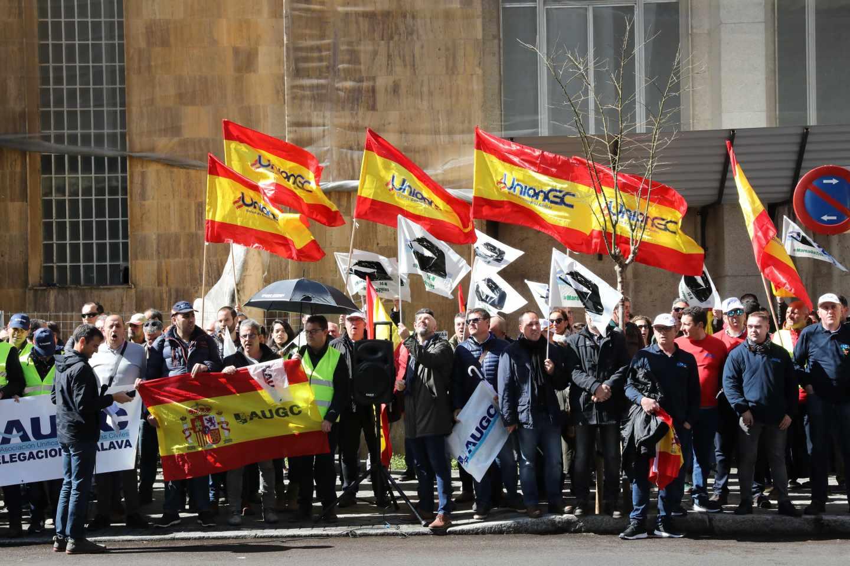 Asociaciones de la Guardia Civil, secundando una protesta ante la dirección general de la Guardia Civil por el reparto de la equiparación salarial.
