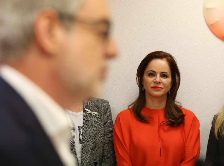 Silvia Clemente escuicha a José Manuel Villegas.
