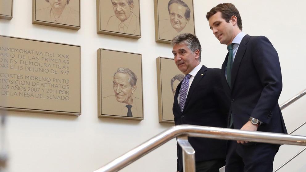 Pablo Casado junto a Ignacio Cosidó en el Senado