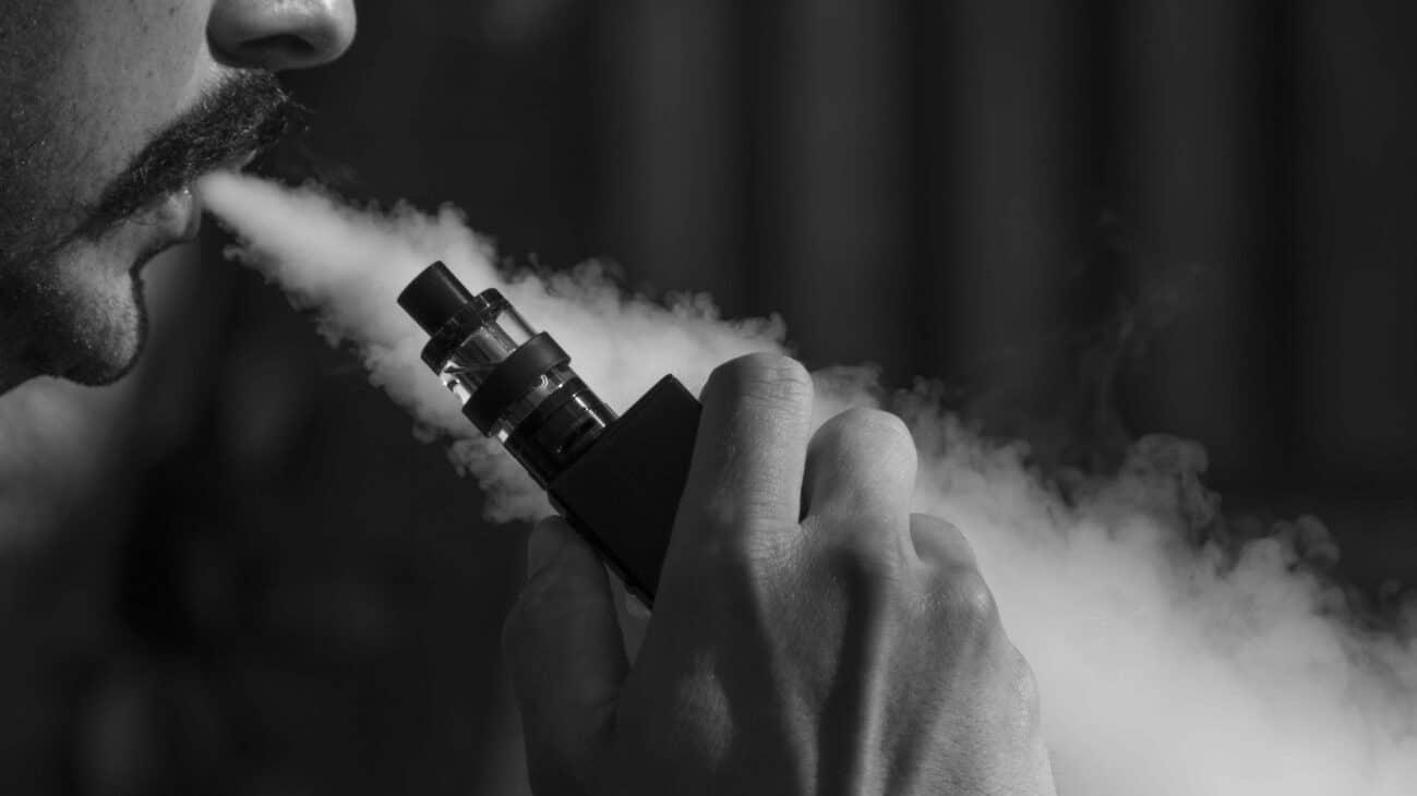 Sanidad pide a embarazadas y jóvenes no usar cigarrillos electrónicos