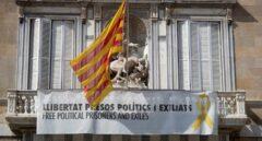 Torra vuelve a desafiar al TSJC y se niega a retirar la pancarta de los 'presos políticos'