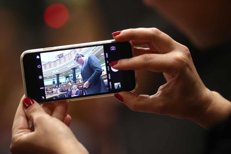 Los diputados podrán quedarse con el móvil y la tablet del Congreso por algo menos de 700 euros.