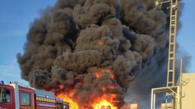 Incendio desencadenado en una nave de Alcorcón.