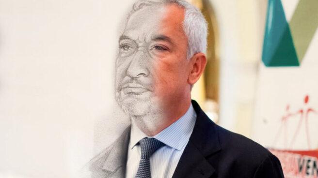 Imagen de Luis Pineda formada por una fotografía (derecha) y un dibujo a carboncillo realizado por un preso.