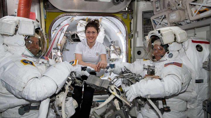 Mc clain y Koch, primeras mujeres en realizar una caminata espacial