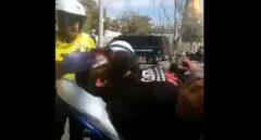 Uno de los heridos, trasladado en ambulancia al hospital.